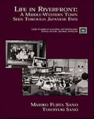 Life in Riverfront: A Middle Western Town Seen Through Japanese Eyes - Fujita, Mariko, and Sano, Mariko Fujita, and Sano, Toshiyuki