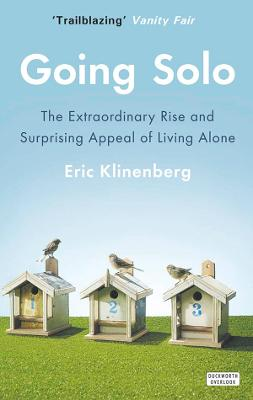 Going Solo: The Extraordinary Rise and Surprising Appeal of Living Alone - Klinenberg, Eric