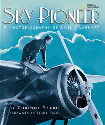 Sky Pioneer: A Photobiography of Amelia Earhart - Szabo, Corinne