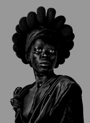 Zanele Muholi: Somnyama Ngonyama, Hail the Dark Lioness - Muholi, Zanele (Photographer), and Mussai, Renee, and Azuah, Unoma (Contributions by)